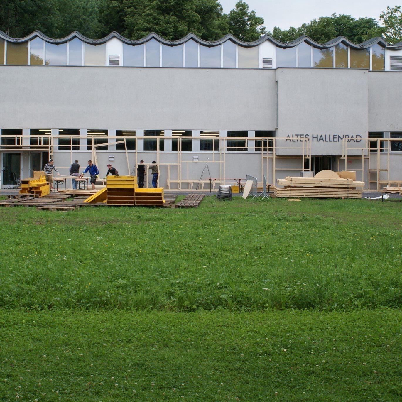 Die neue Außenfassade ist im Entstehen.