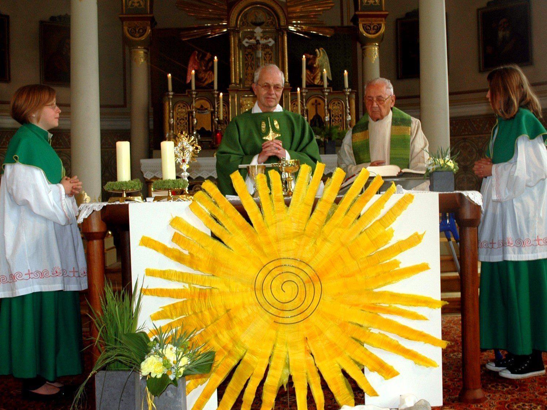 Pfarrer Albert Egender zelebrierte sein 40jähriges Priesterjubiläum.