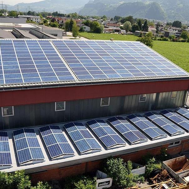 Das Dachkraftwerk von Müller Wohnbau ist am Stromnetz angebunden.
