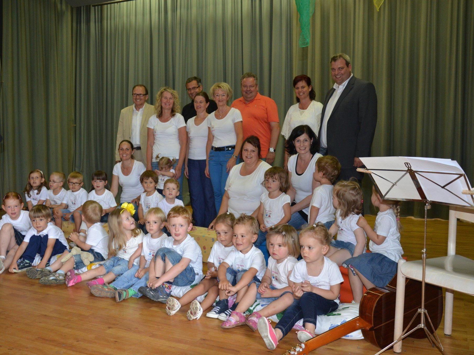 Das Villa Kamilla Team mit Ehrengästen feierte das 10 Jahr Jubiläum.