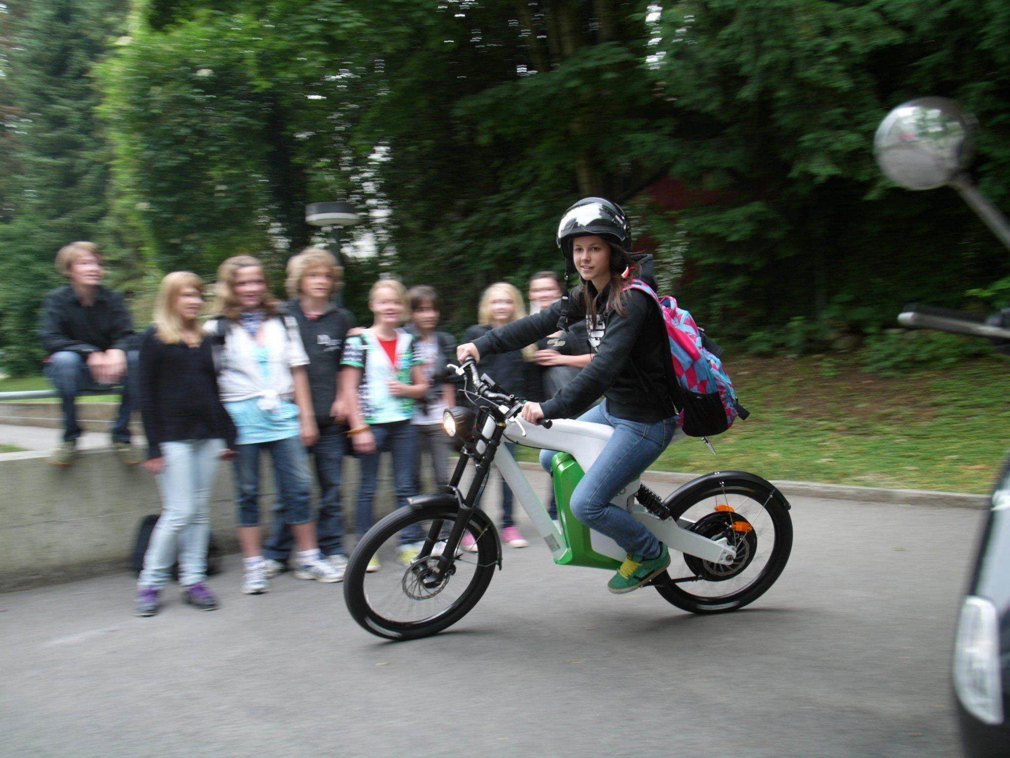 Bregenzerwälder Jugendliche können für eine Woche gratis ein Elektromoped testen.