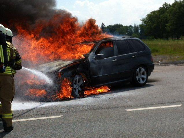 Schwarzach: Auto geriet in Brand.