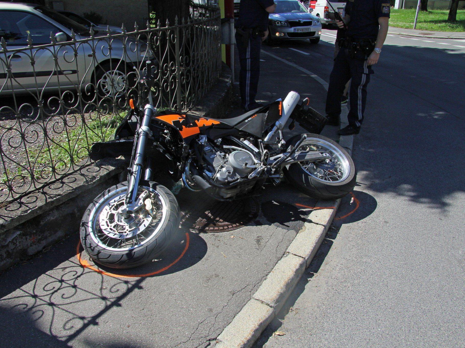 Motorradlenker bei Unfall in Dornbirn verletzt.