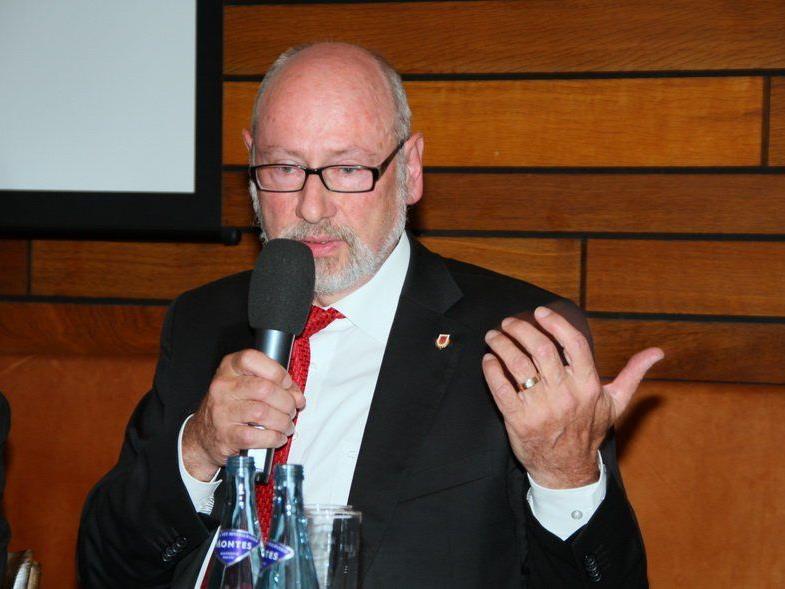 Rankweil-Macher Günther W. Amann droht bei einer Absage mit rechtlichen Schritten.
