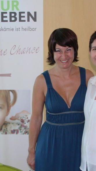 Sabine Wittwer vom Trans Vorarlberg Triathlon mit Susanne Marosch von Geben für Leben.