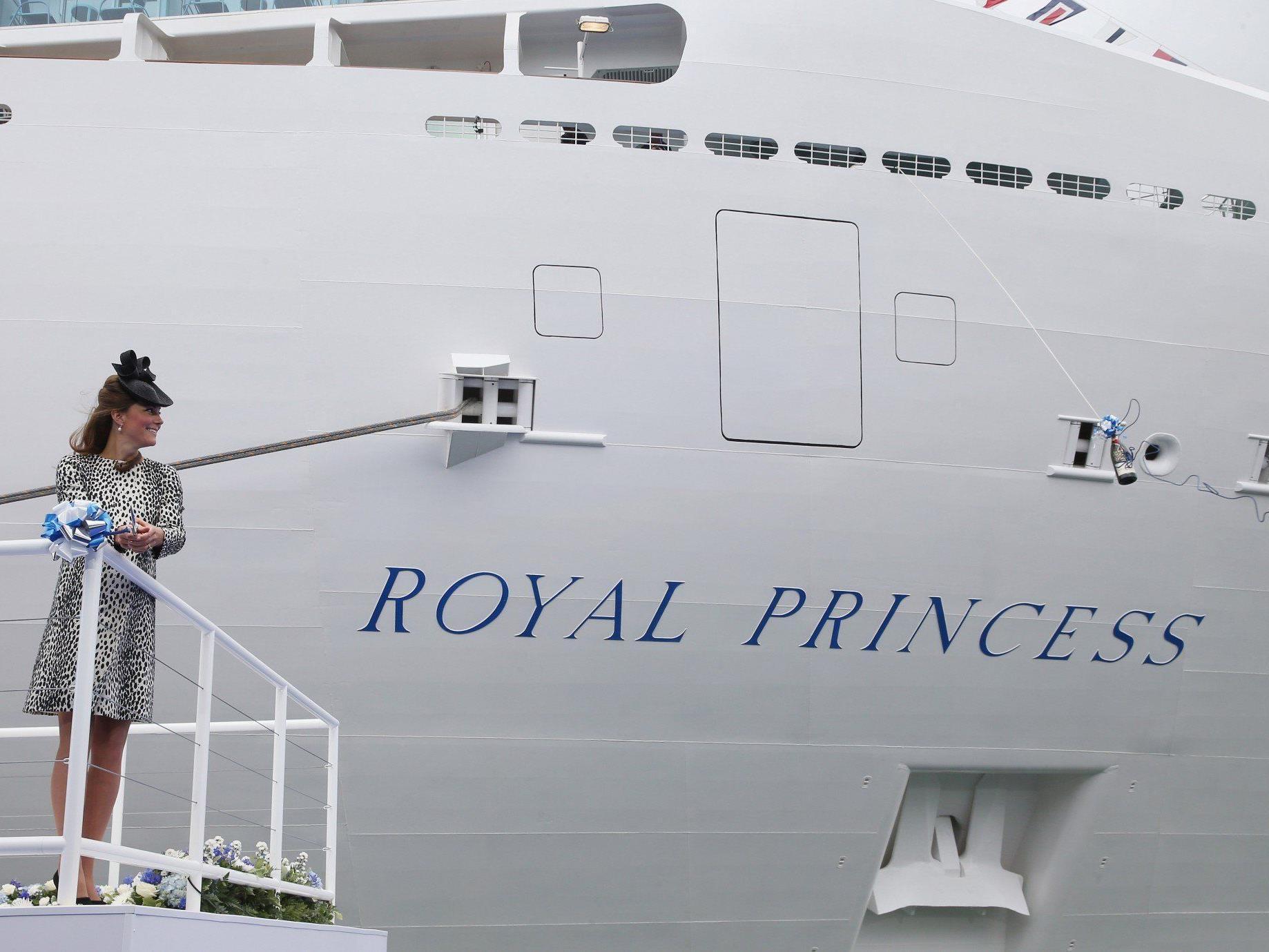 Der royale Babybauch war in einem Leoprint-Mantel verpackt.