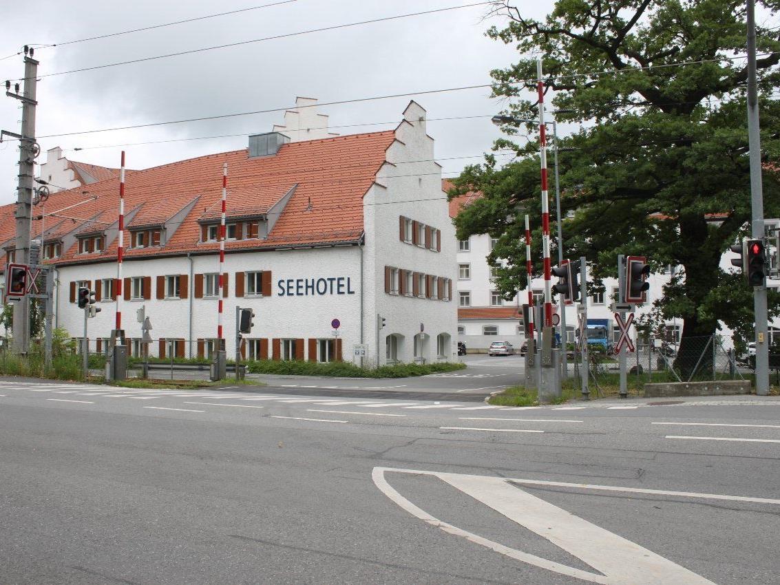 Trotz Bauarbeiten wird der Bahnübergang zum Seehotel am Dienstag, 2. Juli, nicht gesperrt.