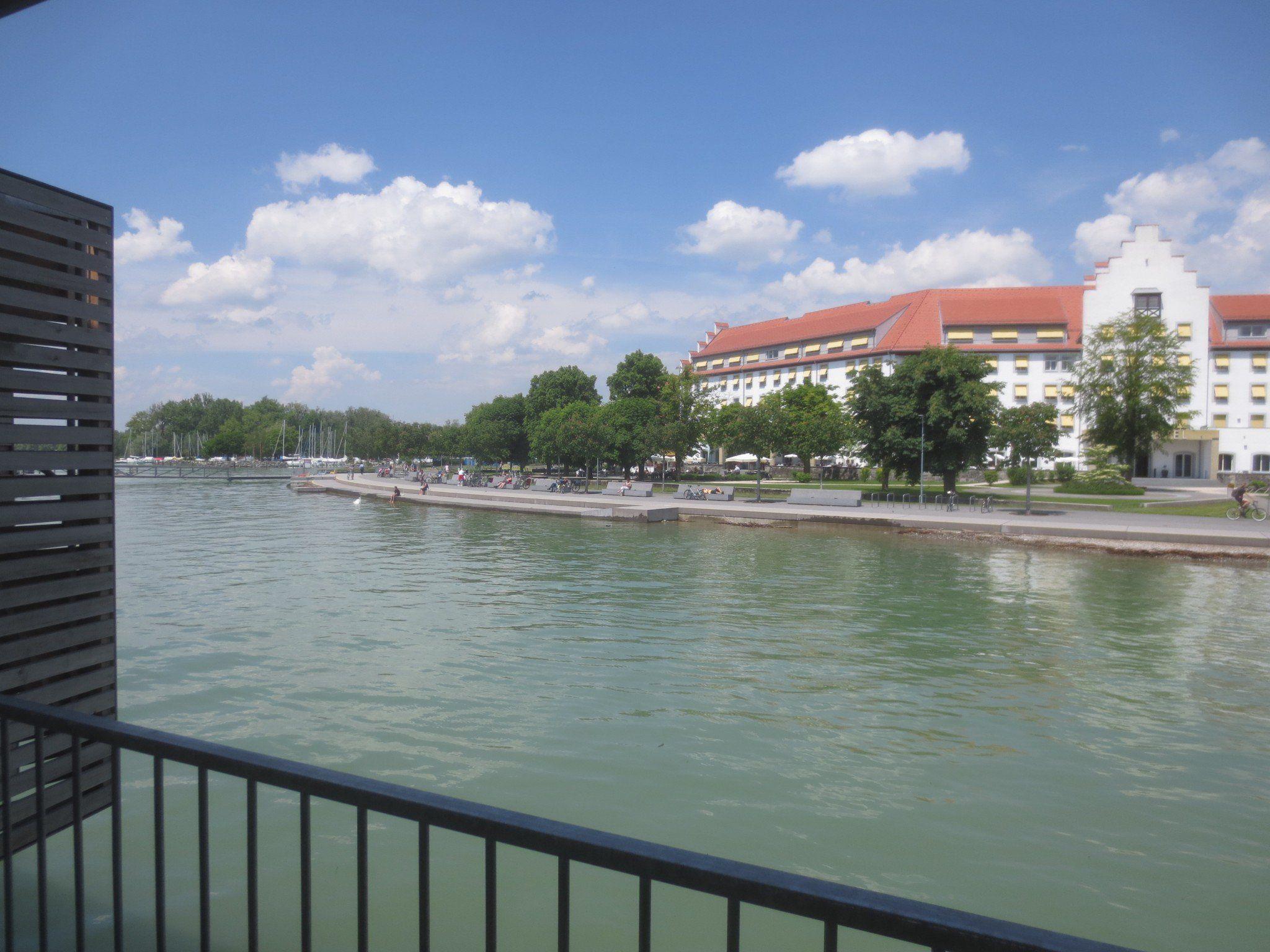 Den Bodensee in seiner ganzen Fülle am Lochauer Kaiserstrand genießen.
