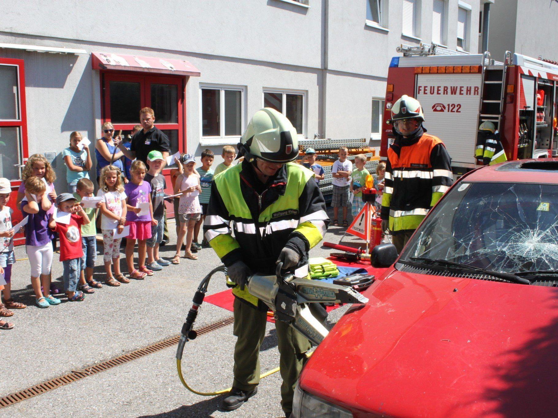 Natürlich ist Besuch bei der Feuerwehr für die Kinder alljährlich der ganz besondere Höhepunkt im Lochauer Ferienkalender.
