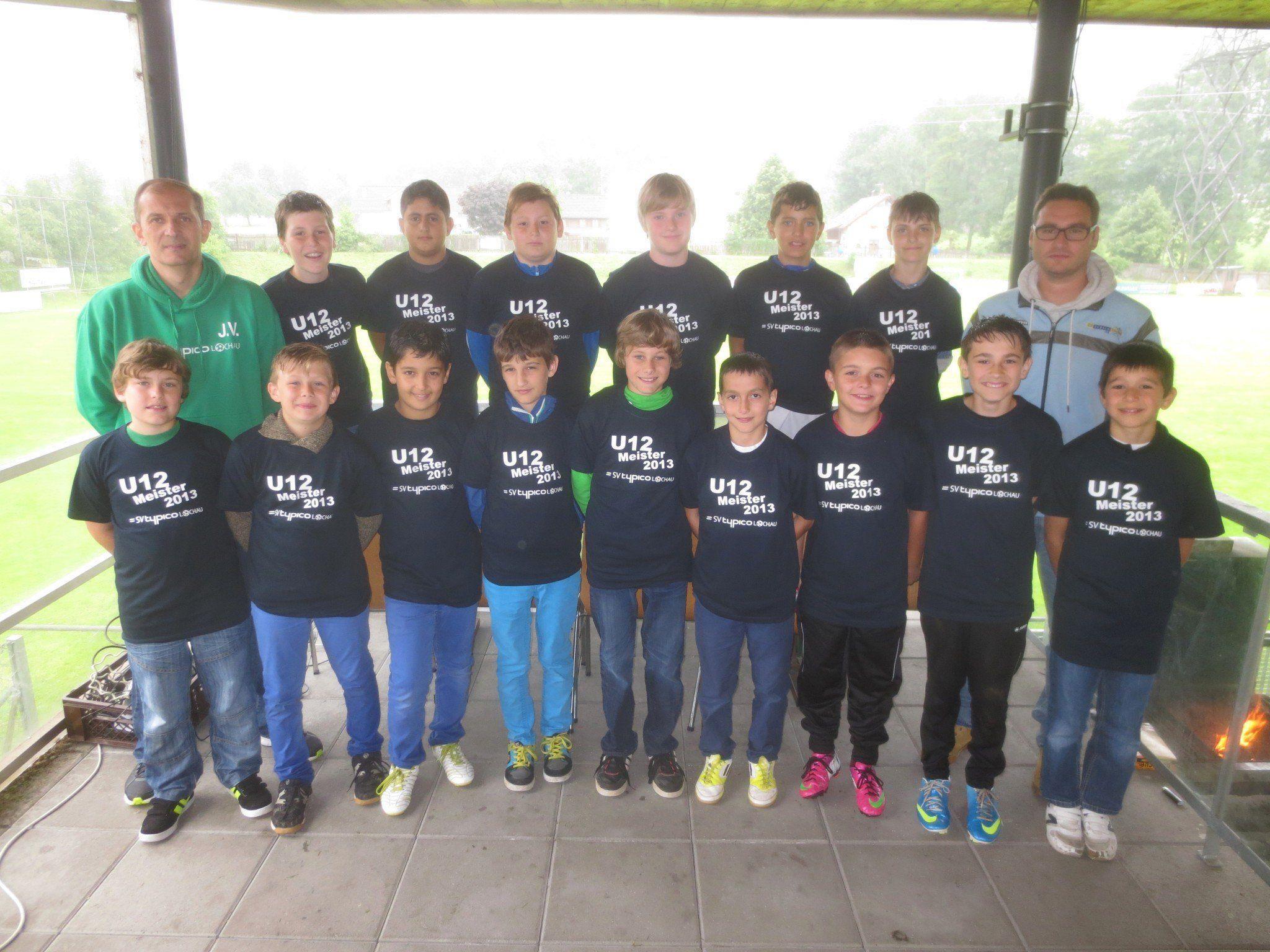 Das U 12 Meisterteam mit den Trainern Jeremic Vladan und Martin Malin wurde natürlich besonders gefeiert.
