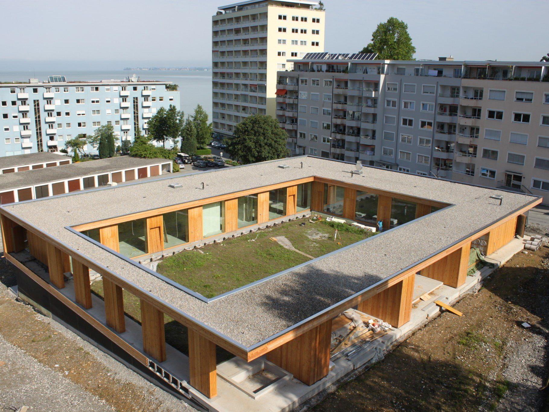 """Auf dem Dach des neuen Kindergartens Klausmühle in Lochau Süd entsteht durch aktive Bürgerbeteiligung das dritte öffentliche """"Solarstrom-Kraftwerk"""" in Lochau."""