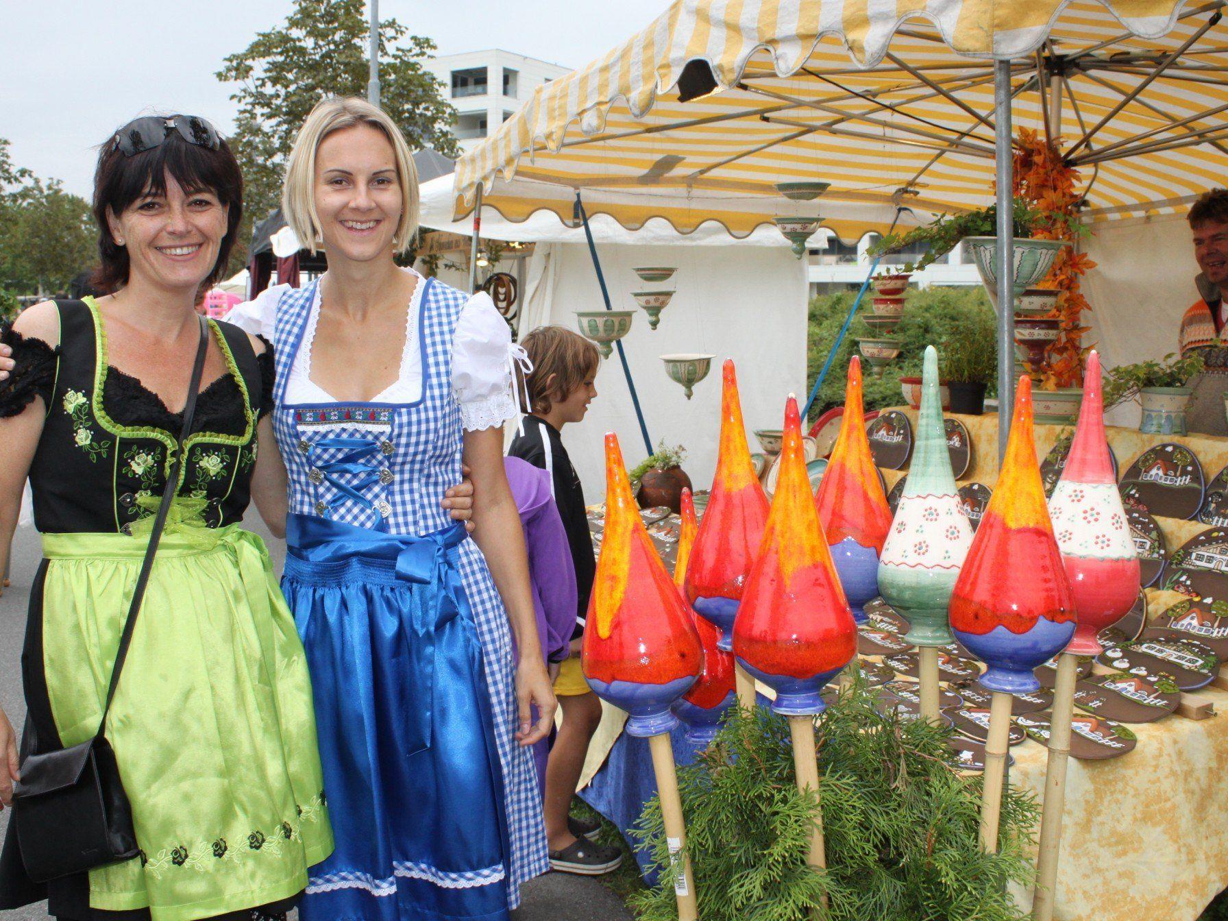 Kunstmarkt im besonderen Ambiente am Lochauer Kaiserstrand für Jung und Alt.