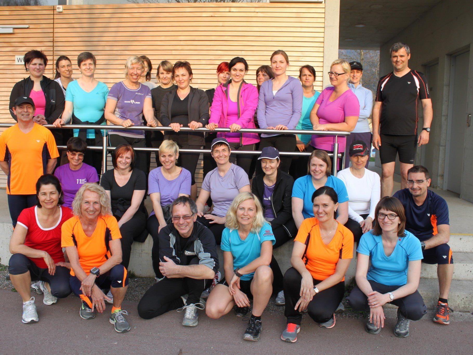 """Über 20 Läuferinnen der Laufgruppe """"LaufTreff Leiblachtal"""" sind beim diesjährigen Frauenlauf mit dabei."""
