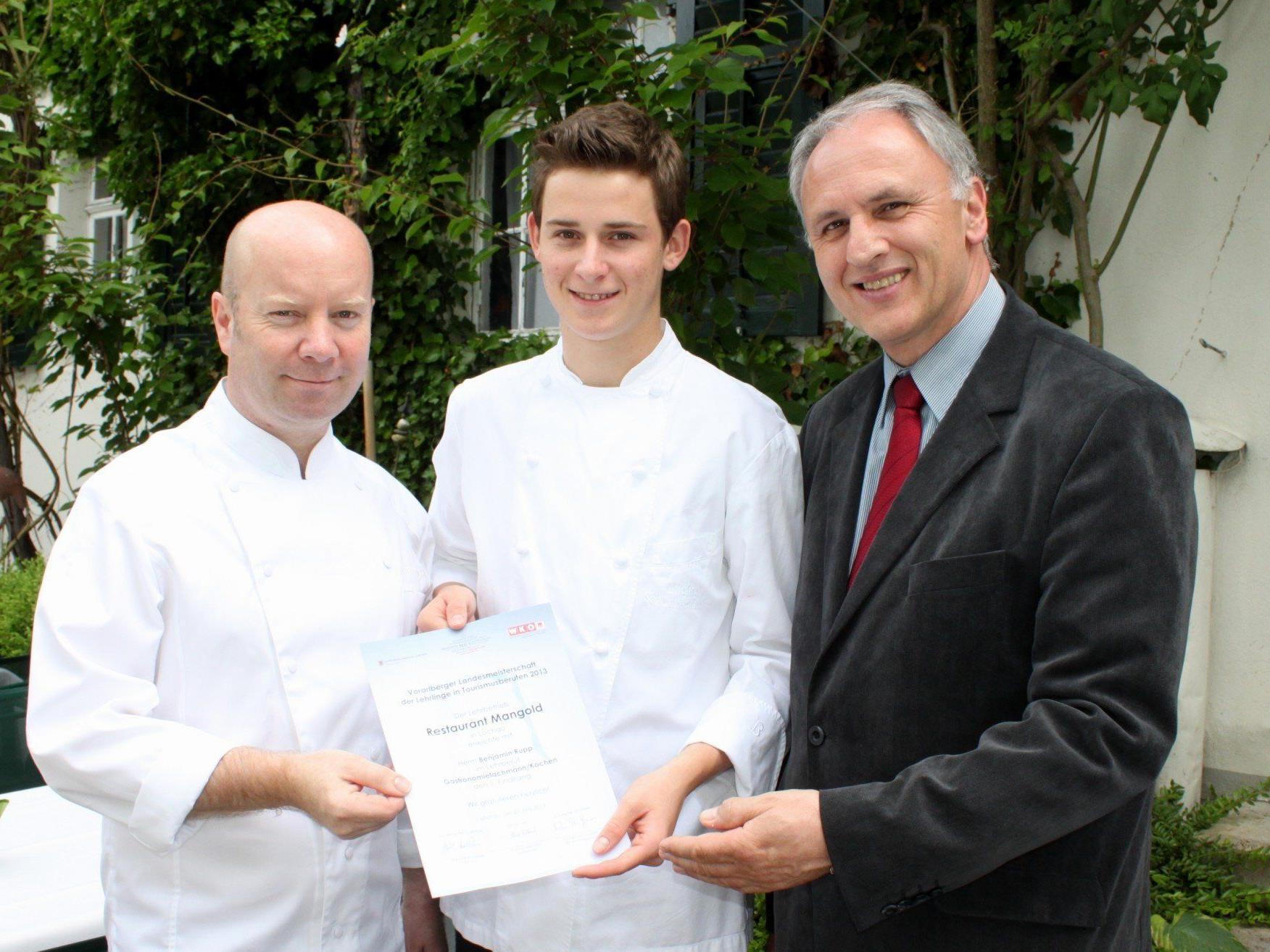 """Ein """"GastroGlobe"""" für das renommierte Traditionsgasthaus Mangold: Michael Schwarzenbacher, Benjamin Rupp und Wolfram Baldauf."""