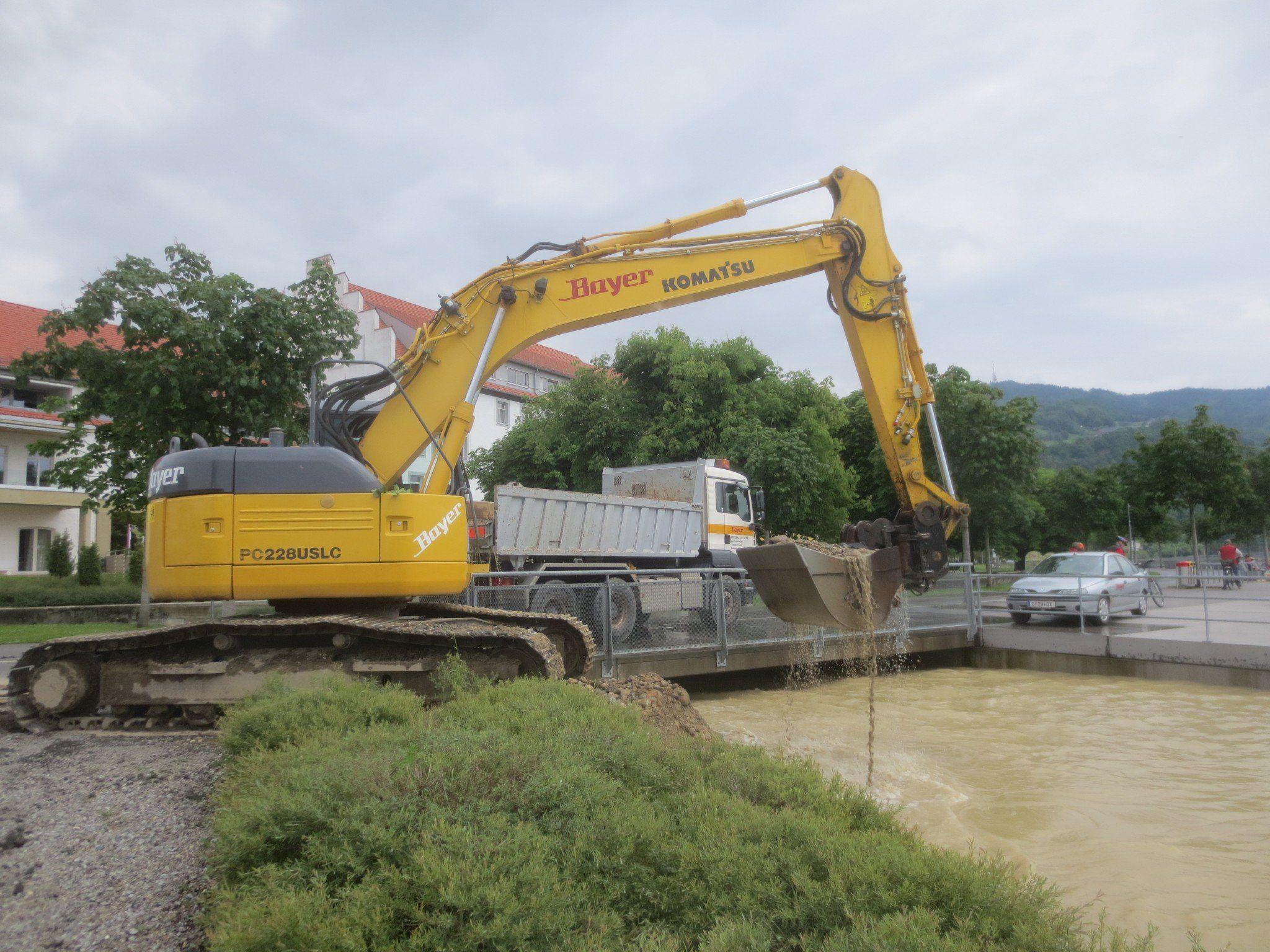 Baggerarbeiten am Kaiserstrand im Mündungsbereich des Lochauer Dorfbaches.