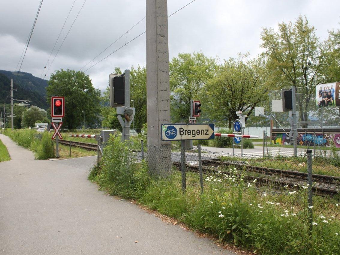 Der Bahnübergang zum Strandbad wird am Donnerstag, 27. Juni, von 12 bis 17 Uhr wegen Bauarbeiten gesperrt.