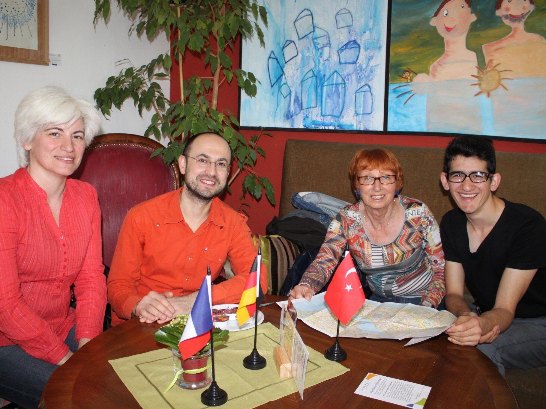 """Im Lochauer """"Sprachencafe"""" treffen sich fremdsprachenbegeisterte Einwohner aus dem ganzen Leiblachtal."""