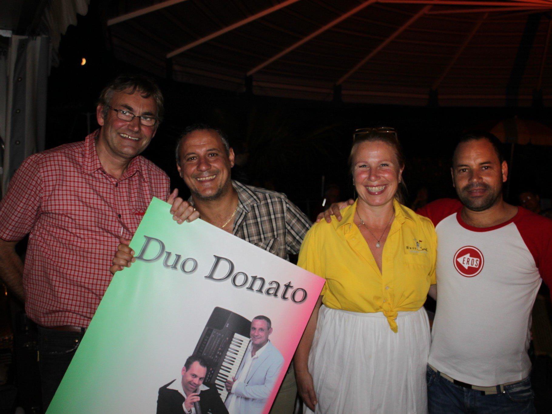 """Jürgen und Christine Hehle laden mit """"Dolce Vita"""" zum Terrassen-Genuss am Donnerstagabend im Lochauer """"Treff am See""""."""