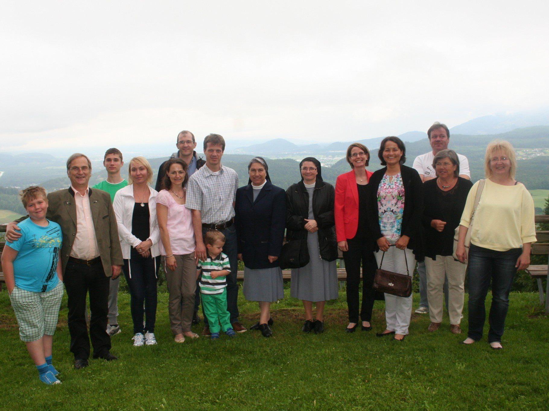 Gruppenfoto anlässlich des Willkommensfrühstücks mit Bgm. Eugen Gabriel und Vize-Bgm. Ilse Mock