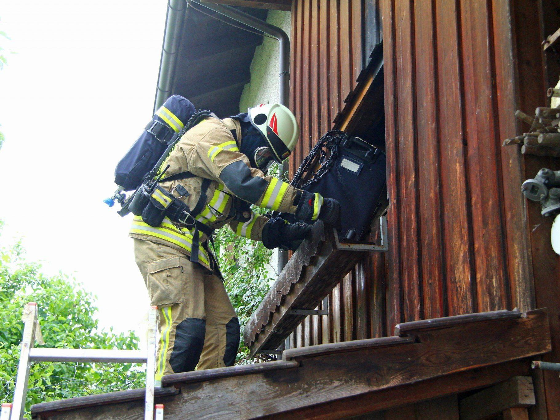 """Die Feuerwehr konnte rasch """"Brand aus"""" geben, nachdem Löschversuche der Bewohner gescheitert waren."""