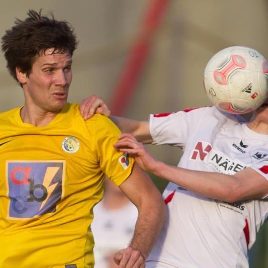 Jubilar VfB Hohenems (im Bild links Marko Feuerstein) will gegen Mäder gewinnen.