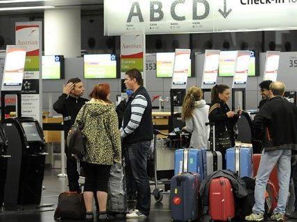 Reisende können sich von der AK am Flughafen beraten lassen.