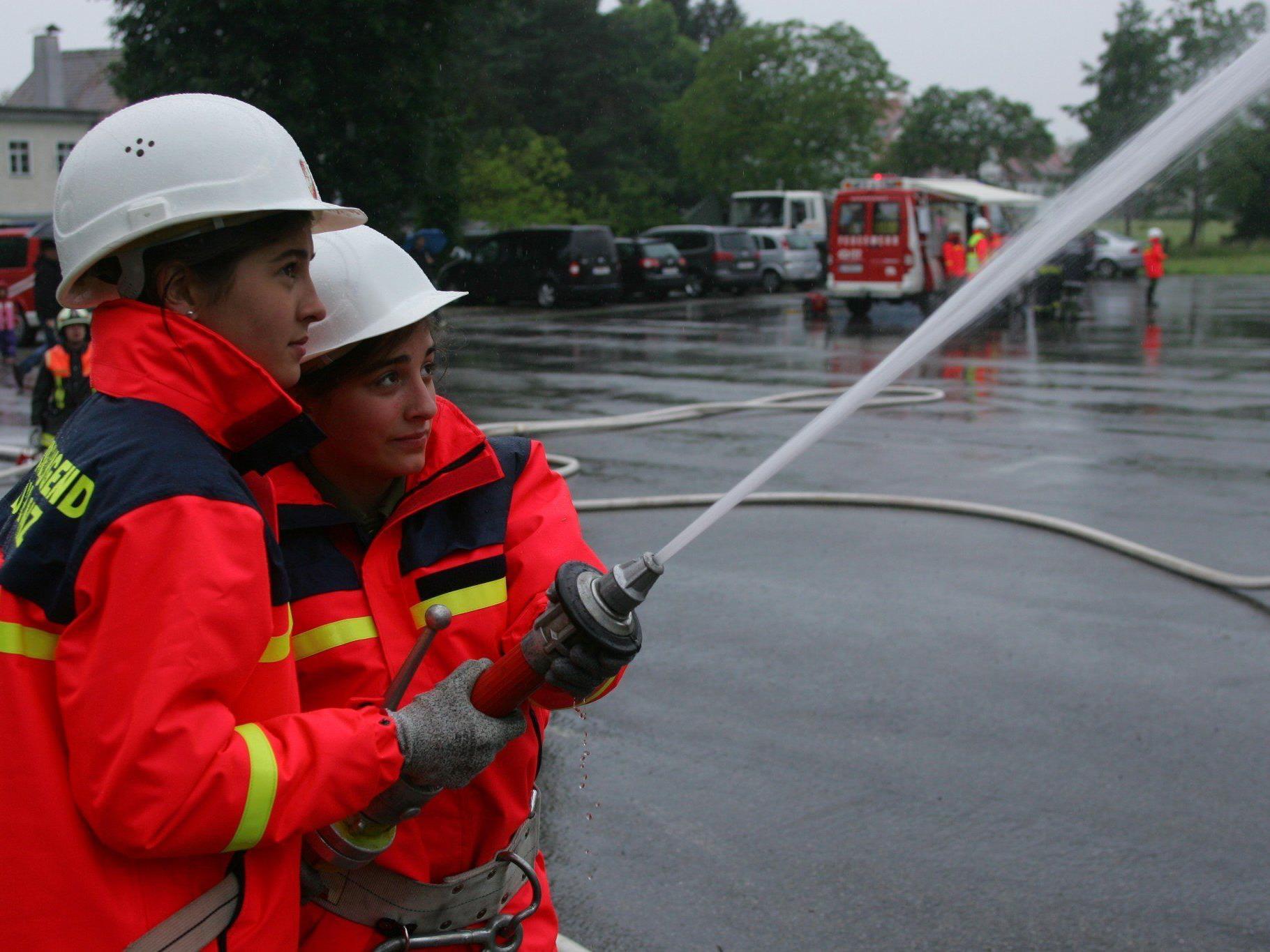 Leiblachtaler Feuerwehrjugend probt den Ernstfall.