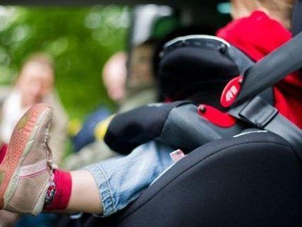 Am Dienstag musste ein Kind aus einem Auto befreit werden.