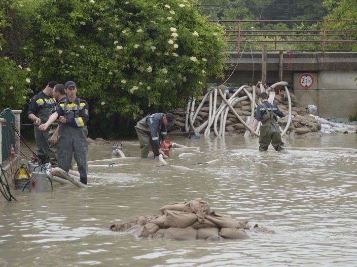 Die Aufräumarbeiten nach dem Hochwasser laufen.
