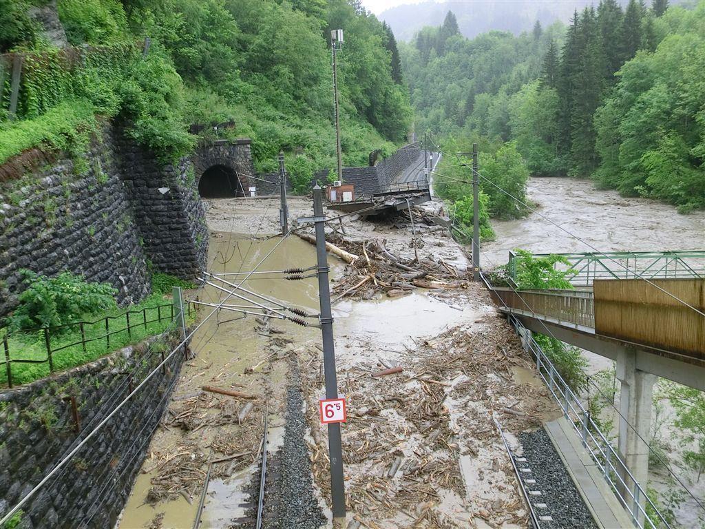 Vermurungen und Hangrutsche sorgten im Pinzgau bei Taxenbach für große Schäden.