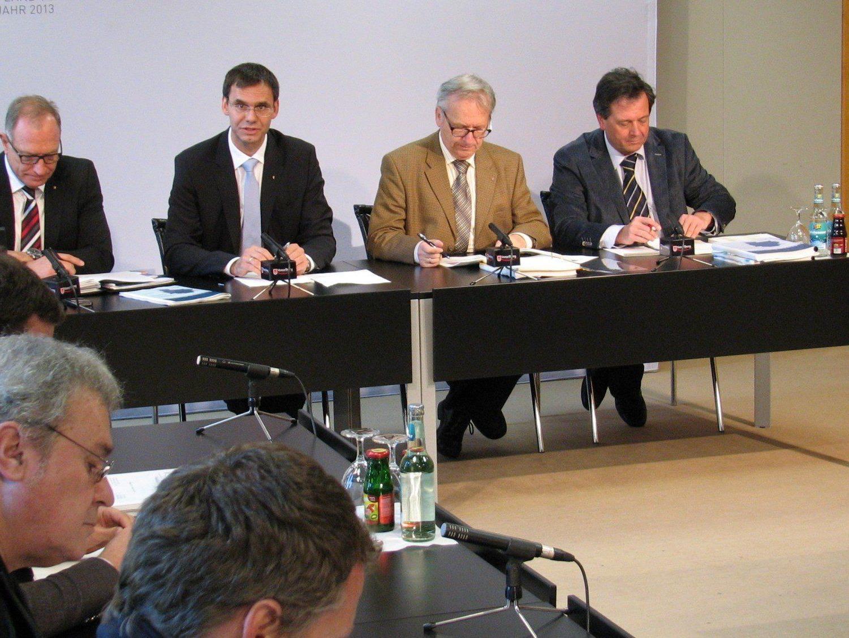 Landeshauptmann Markus Wallner präsentierte mit den zuständigen Beamten der Finanzabteilung, Abteilungsvorstand Egon Mohr und Heinz Fischer, den Rechnungsabschluss 2012 des Landes Vorarlberg