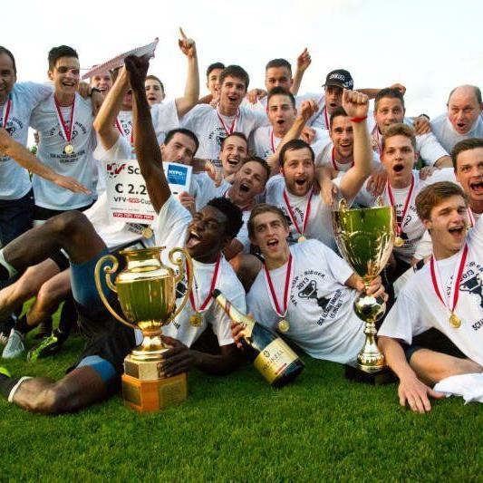 Jubel bei den Altach Amateuren über den ersten VFV-Cupsieg.