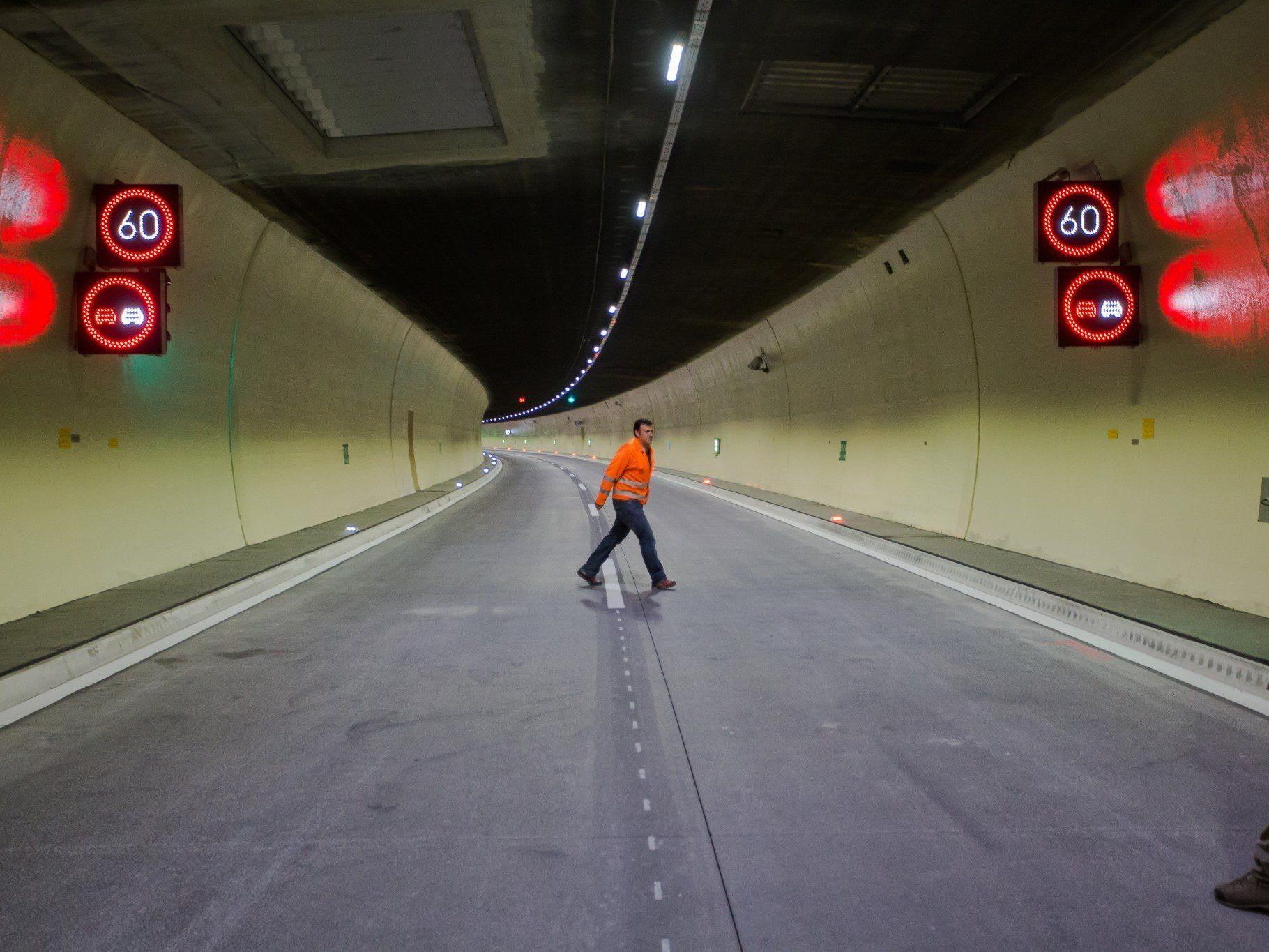 """Sanierungsarbeiten: Die """"alte"""" Pfändertunnelröhre wird in neuem Glanz erstrahlen."""