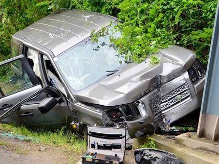 Der Lenker wurde nach dem Unfall mit dem Rettungshubschrauber ins Spital gebracht.