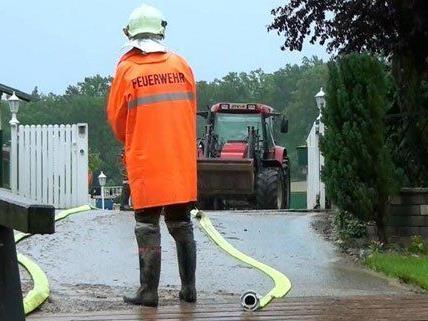 Die Feuerwehren waren durch erneute Unwetter gefordert.