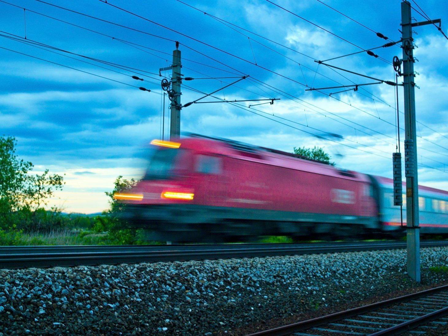 Bei einem Zugunfall in der Oststeiermark wurden zwei Männer getötet.