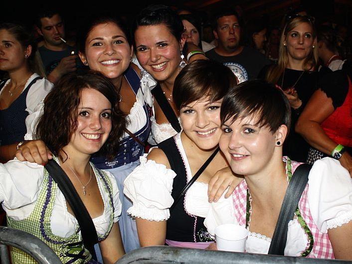 Viele charmante Frauen sind beim Bezirksmusikfest in Au mit von der Partie.