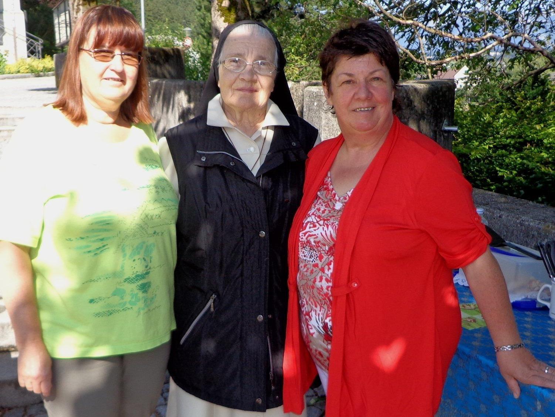 Conny und Waltraud mit Schwester Clarenzia