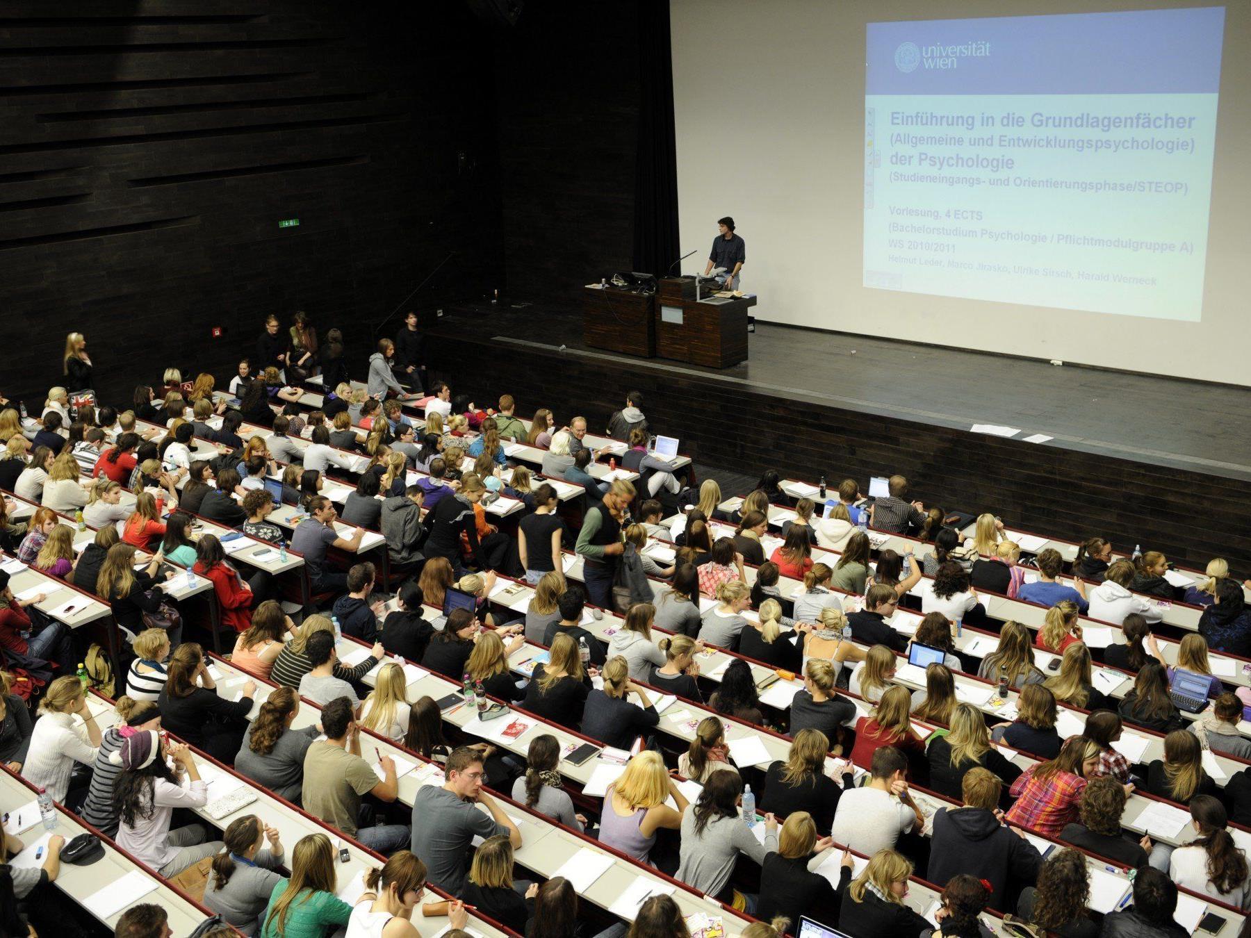 Im letzten Jahr nutzten fast 5.600 Studenten die Chance einen Studienaufenthalt oder ein Praktikum im Ausland zu absolvieren.