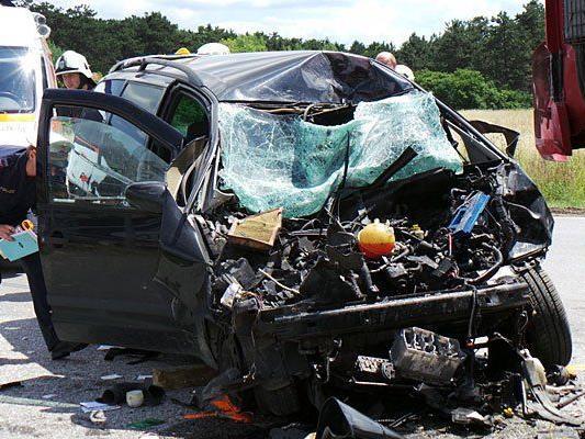 Ein verheerendes Bild bot sich nach dem Unfall auf der B26