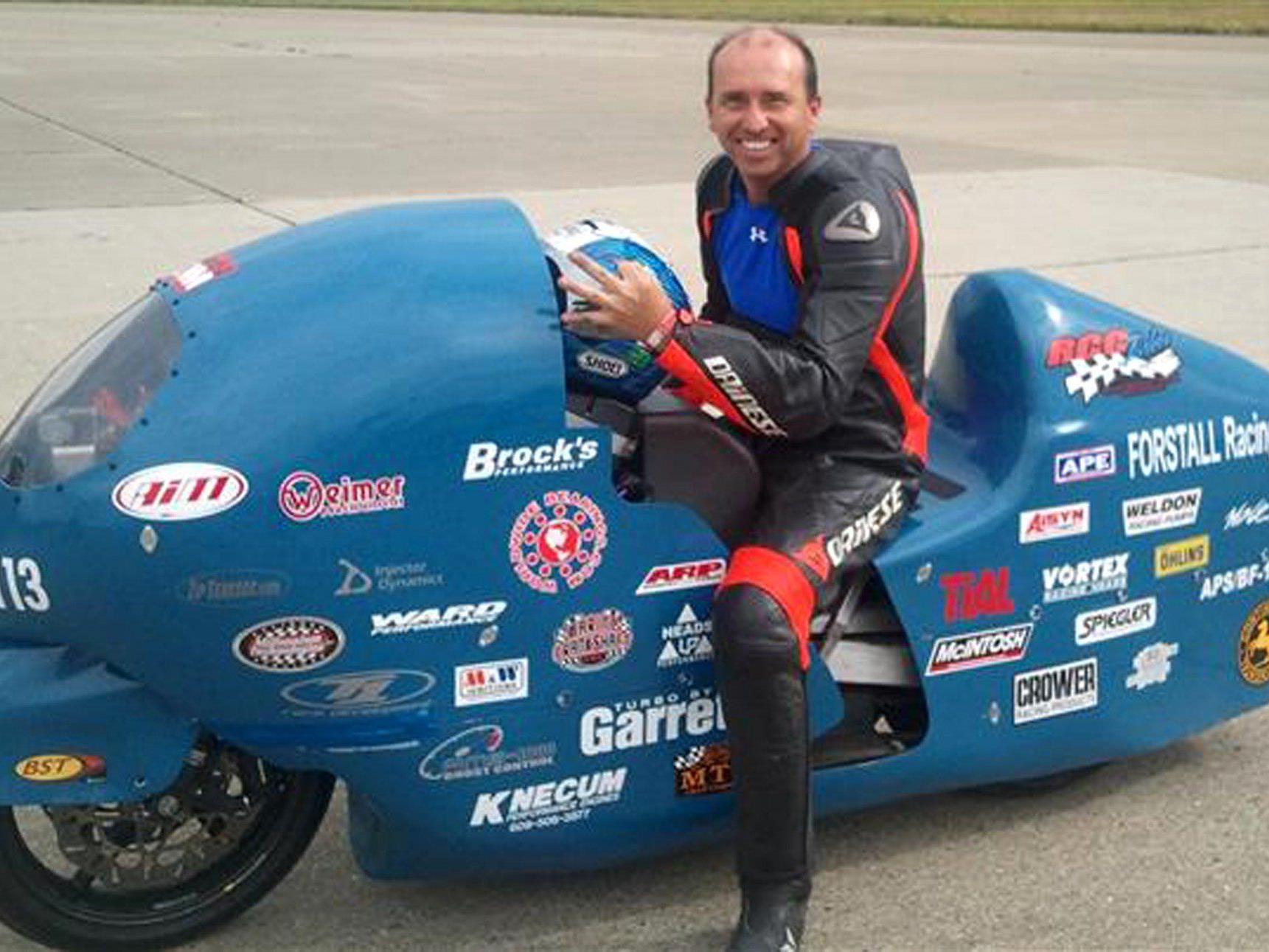 Bill Warner mit seinem Motorrad - das Foto entstand 2011.