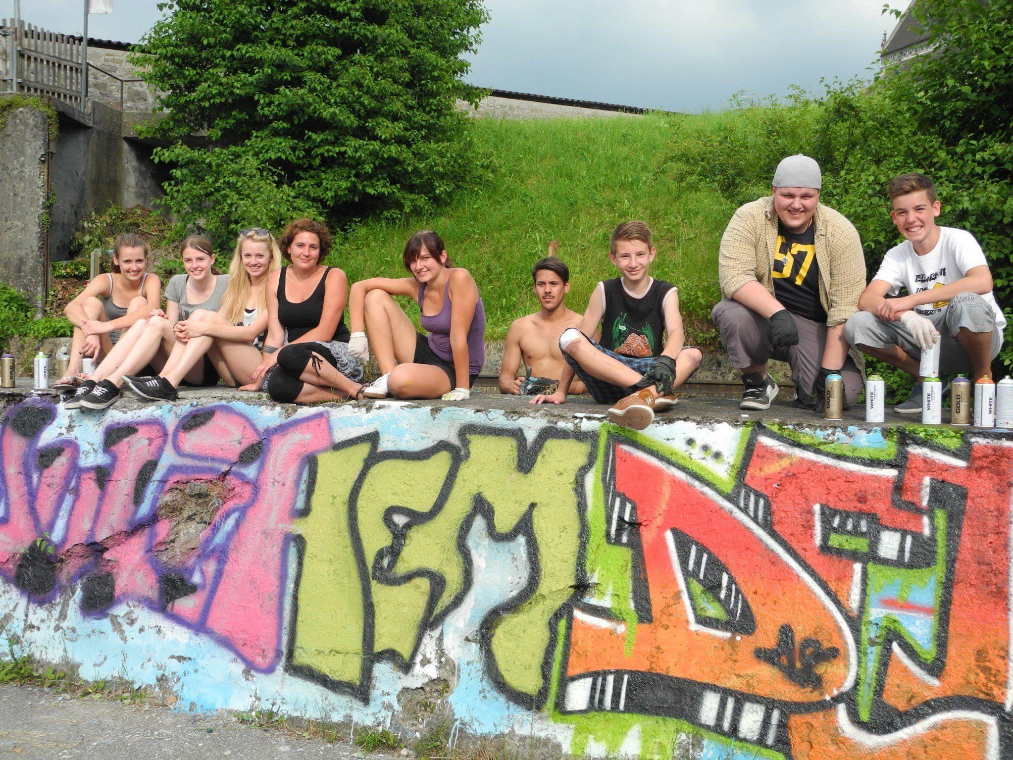 Die Graffiti sind vor dem Rathaus, entlang des Kirchweges, der Schmittengasse und der Bahnhofstraße zu sehen.