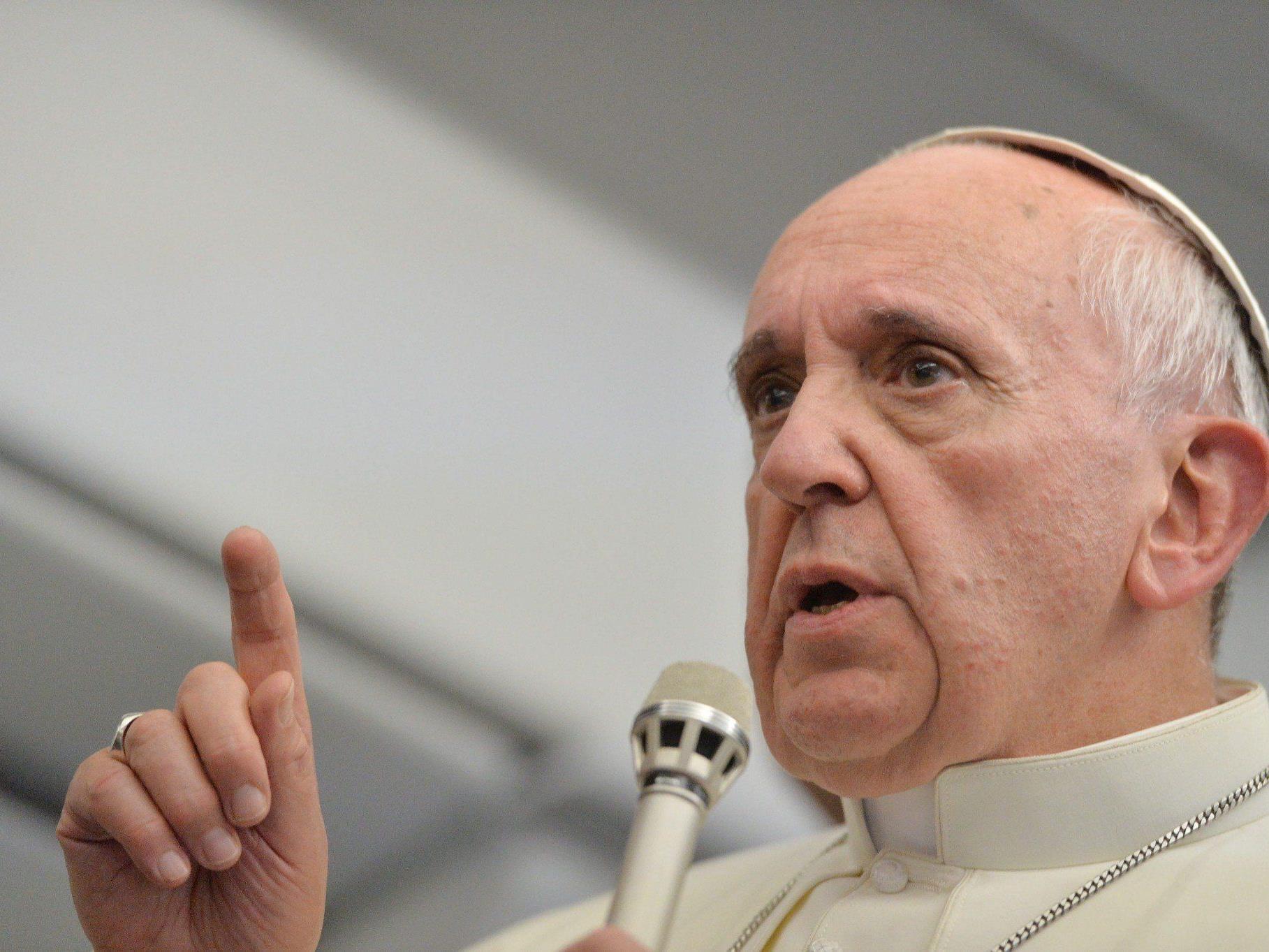 Während des Rückflugs von Brasilien nach Rom gibt Papst Franziskus Interviews.