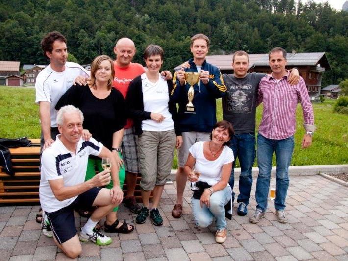 A-Mannschaft des TC Au - v.l.n.r.: Christoph Willi, Obmann Christian Corn, Silvia Muxel, Thomas Wüstner, Mariette Zündel, Gerhard Wüstner, Sieglinde Natter, Hannes Larch, Helmut Fuetsch