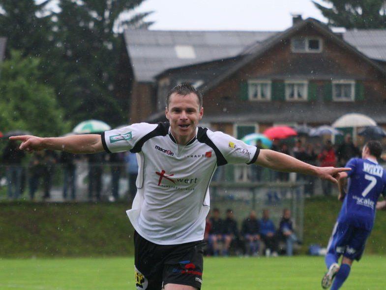 Langenegg-Stürmer Grisley Muniz schoss das Führungstor in Lingenau, der Titelverteidiger steht im Halbfinale.