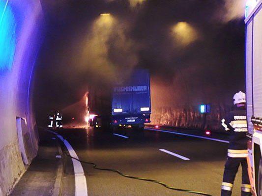 Der brennende Lkw im Tunnel
