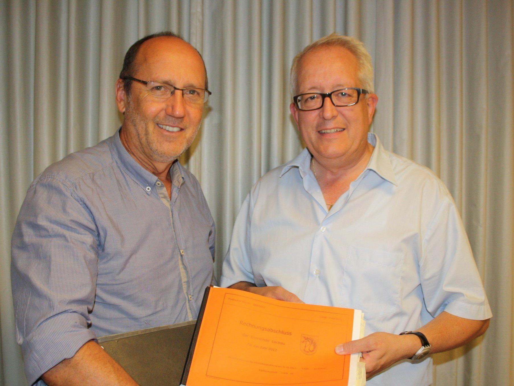 Bürgermeister Xaver Sinz und sein Nachfolger Finanzreferent Vizebürgermeister Michael Simma präsentierten der Gemeindevertretung einen erfreulichen Rechnungsabschluss.