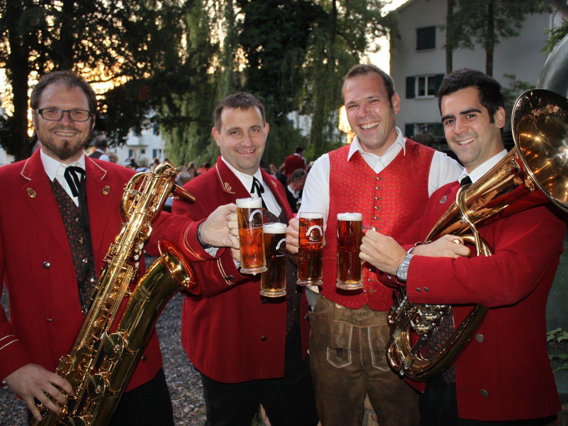 Der Musikverein Lochau und Gastwirt Philipp Rainer laden am Freitag zum Dämmerschoppen.