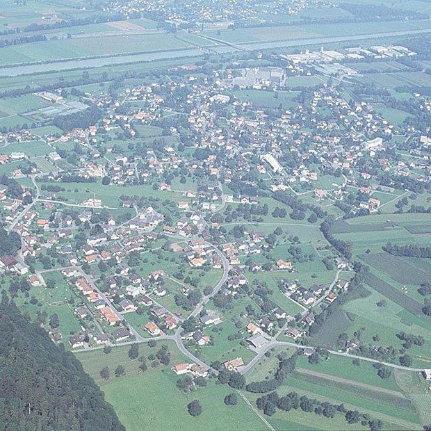 Luftaufnahme von Mäder aus dem Jahr 2000.