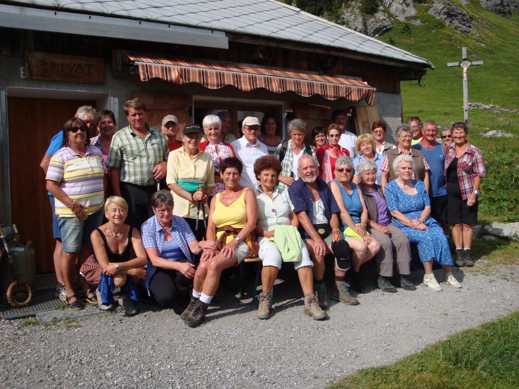 Begeisterte Wanderer beim PVÖ Mittel/ Hinterwald